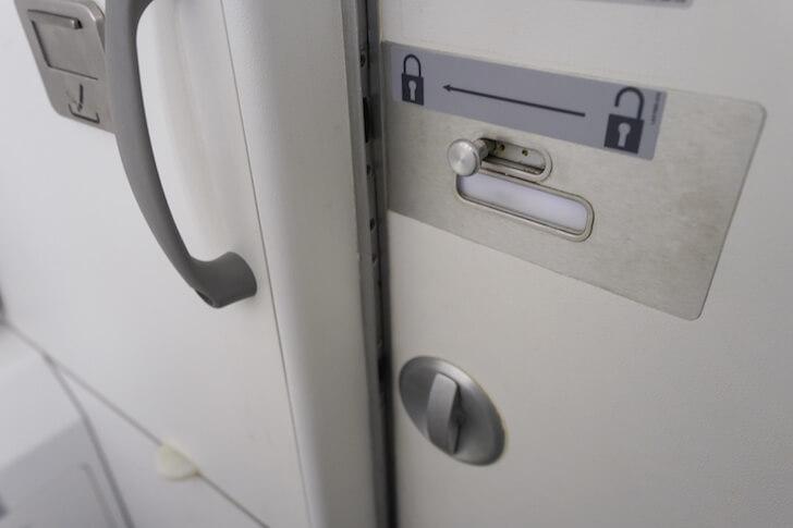 飛行機内の化粧室