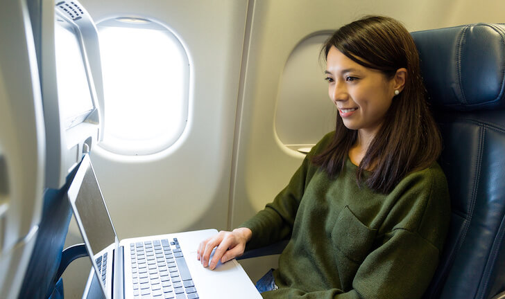 飛行機でパソコンを使いたい!パソコン(PC)を機内持込みしても大丈夫?の画像
