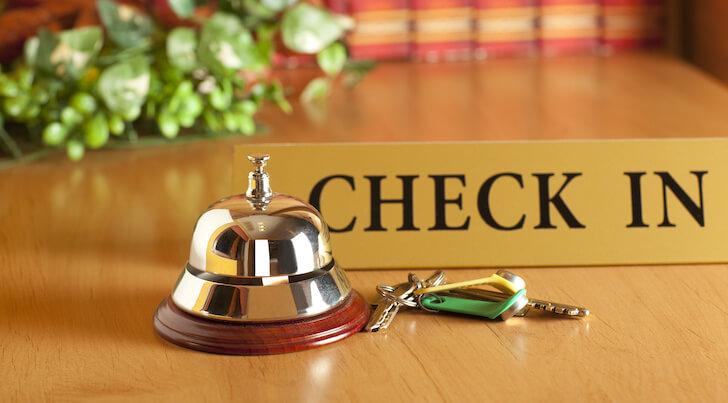 ホテルのチェックインカウンター