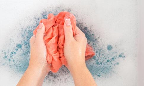 洋服を手洗い