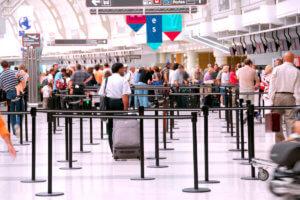 海外の空港カウンター
