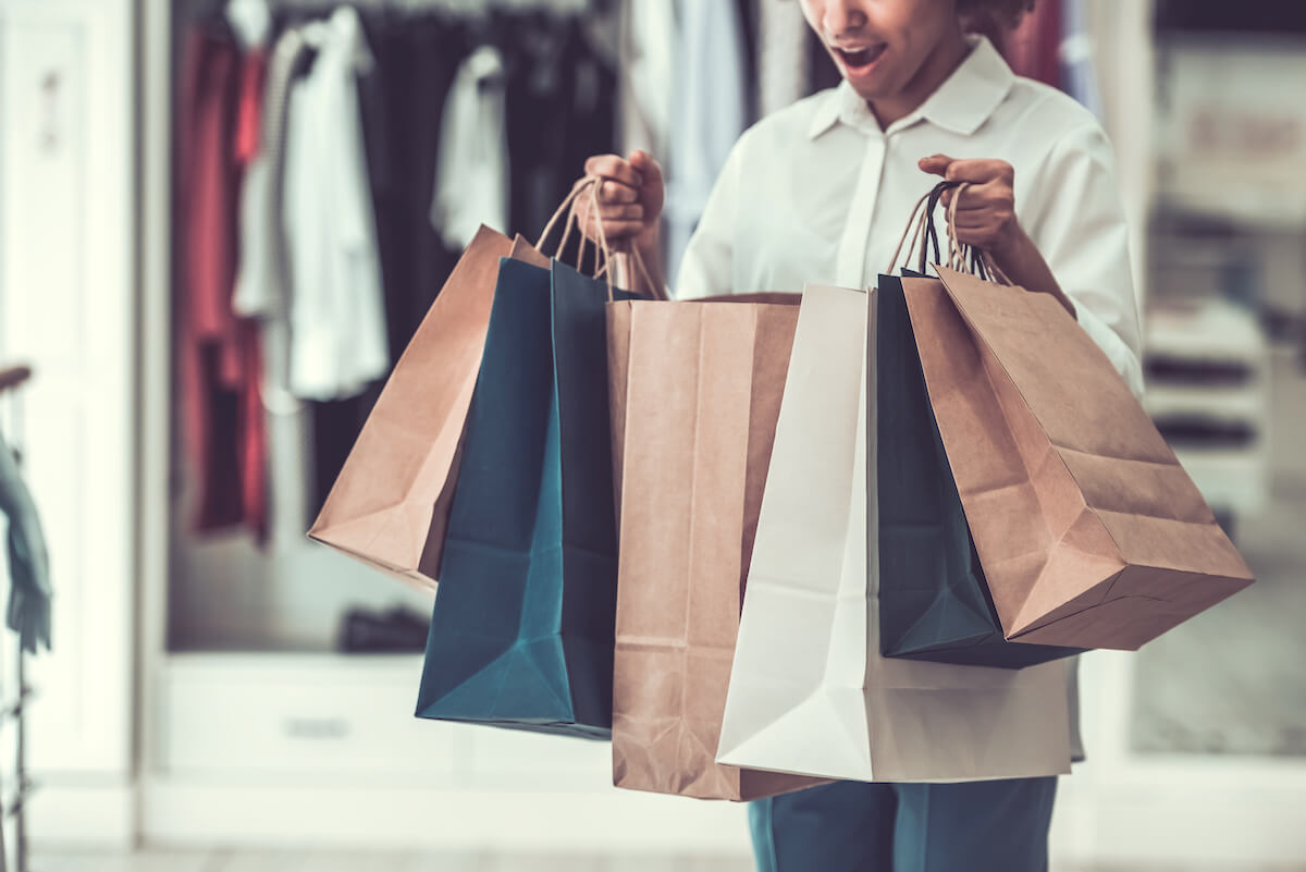 買い物をしすぎた女性