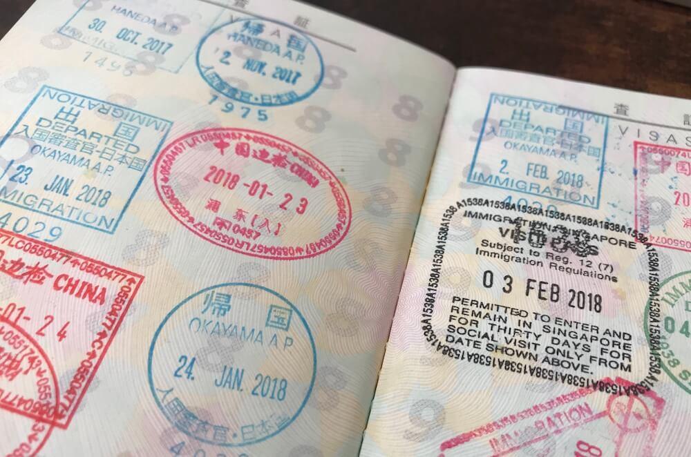 パスポートの出入国スタンプ